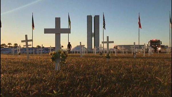 Un cementerio de víctimas de la COVID-19 en Brasil