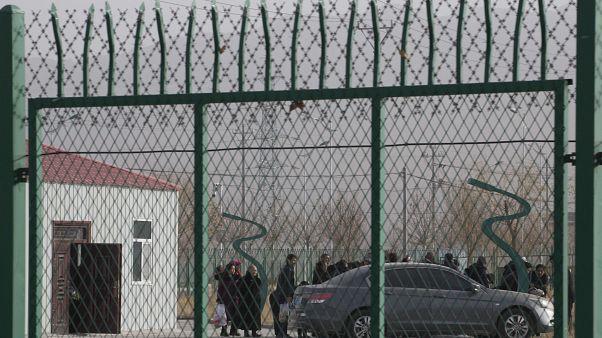 مجموعة من الأويغور في أحد مراكز التدريب التابعة للحكومة الصينية