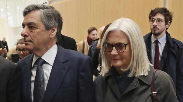 El ex primer ministro francés François Fillon, condenado a 2 años de prisión firme