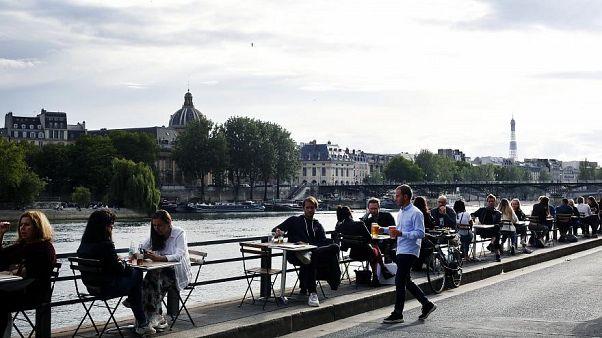 Fast wieder zum Alltag übergegangen: Bars entlang der Seine in Paris.