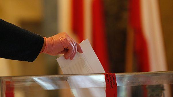 Lengyel elnökválasztás - védőkesztyűben