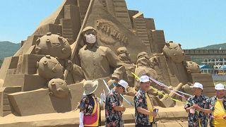Песочная скульптура главного борца с коронавирусом