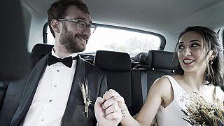 أدريان البلجيكي و زوجته غنسل التركية في يناير الماضي بعد عقد قرانهما