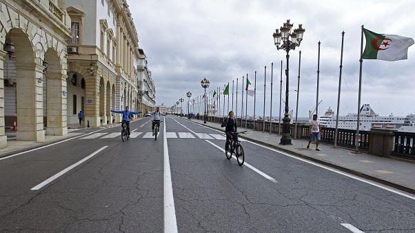 الجزائر تستمر في غلق حدودها بسبب ارتفاع الإصابات بكوفيد-19