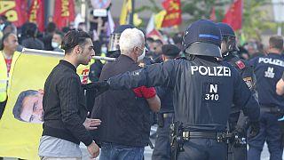 Viyana'da Türk gruplarla Kürt protestocular arasında gerginlik yaşandı