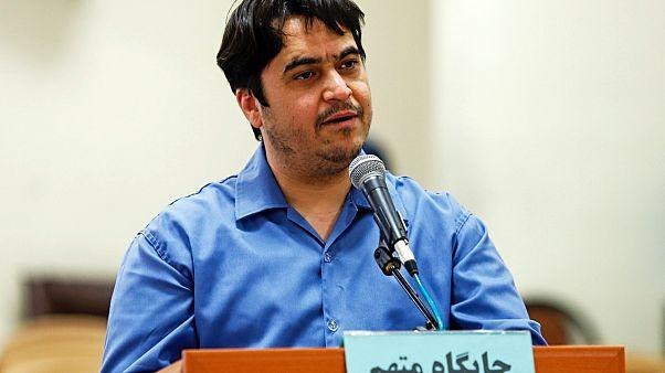 Gazeteci Ruhollah Zam İran'ın başkenti Tahran'da görülen davada savunmasını yaparken