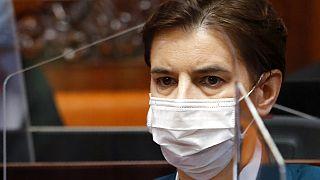 Egészségügyi dolgozók fütyülték ki a szerb miniszterelnököt