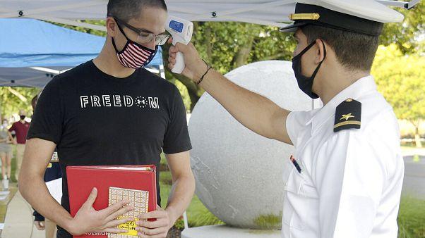 Θερμομέτρηση κατά την εξέταση υποψηφίων για το Αμερικανικό ναυτικό