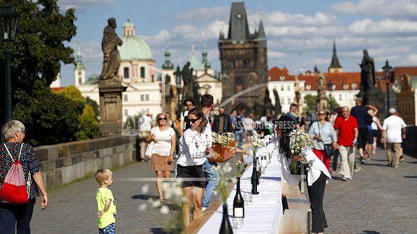 А теперь дискотека! В Праге отпраздновали окончание карантина