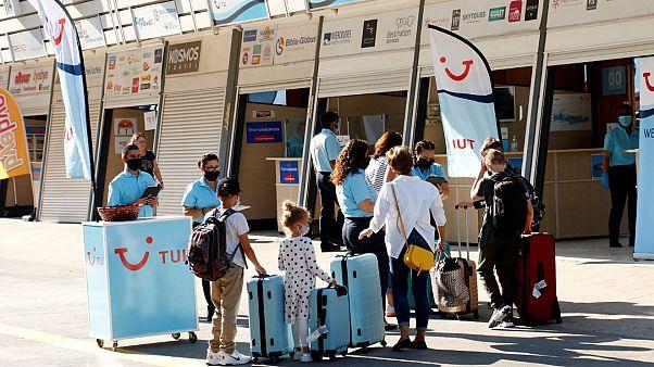 Η πτήση από το Ανόβερο της Γερμανίας εγκαινίασε την τουριστική περίοδο στο Ηράκλειο