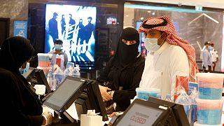 زيادة الضريبة على القيمة المضافة تدخل حيز التنفيذ في السعودية وتوقعات بارتفاع التضخم