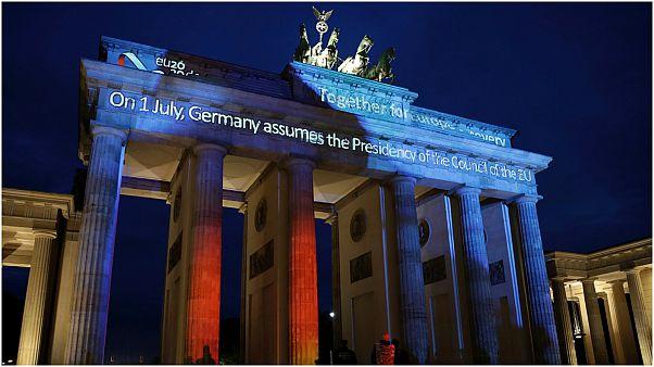 شاهد: رفع علم الاتحاد الأوروبي أمام الخارجية الألمانية مع تسلمها رئاسة التكتل