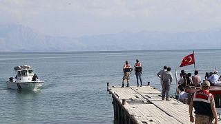 ترکیه ۱۱ نفر را در پی واژگون شدن قایق حامل پناهجویان در دریاچه وان بازداشت کرد