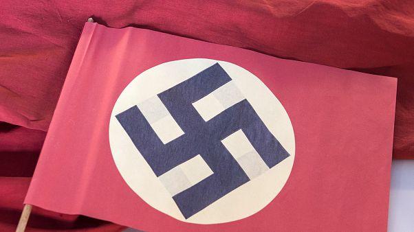 ABD: Verandada asılı Nazi bayrağını indiren kadın ev sahibi tarafından vuruldu