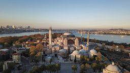 Столкновение цивилизаций: Анкара намерена сделать музей мечетью