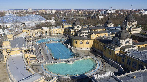 Széchenyi-Thermalbad in Budapest während des Lockdowns