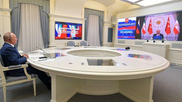 ولادیمیر پوتین در کنفرانس ویدئویی سه جانبه با روسای جمهوری ترکیه و ایران