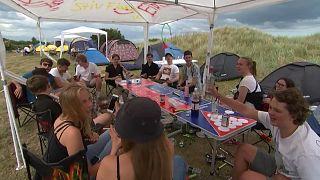 Festivalbesucher auf dem Skyland Beach Camp