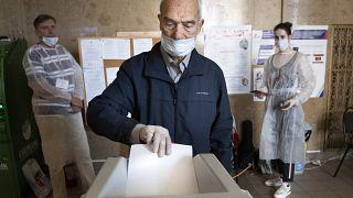 Putin'e 2036'ya kadar başkanlık yolunu açan referandumdan 'evet' oyu çıktı