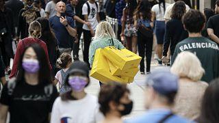 Países europeus continuam a reajustar as medidas de contenção da epidemia a diferentes velocidades