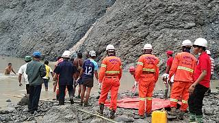 I soccorritori sul luogo del disastro - AFP PHOTO / MYANMAR FIRE SERVICES