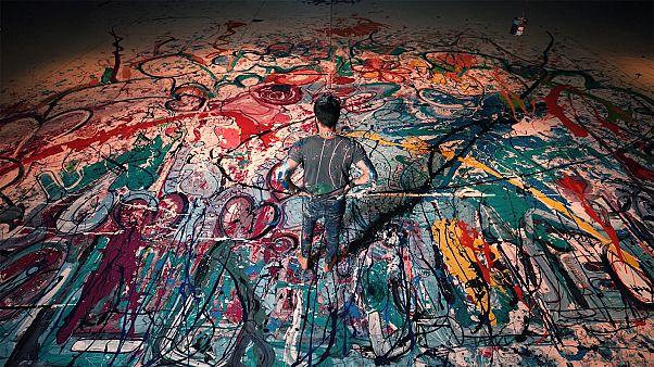 لوحة خيرية مستوحاة من الانسانية للفنان ساشا جفري في دبي