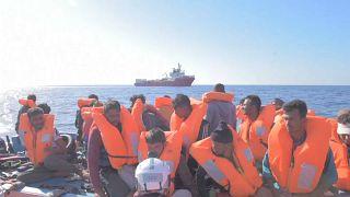 """Rettungsschiff """"Ocean Viking"""" wartet auf sicheren Hafen"""