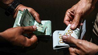 متاجر محلية وعالمية تغلق أبوابها في لبنان مؤقتاً مع انهيار سعر صرف الليرة