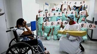 Emotiva petición de mano en un hospital de Colombia