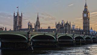 بريطانيا تكشف عن أولى تدابير رفع الحجر الصحي عن بعض الوافدين من أوروبا