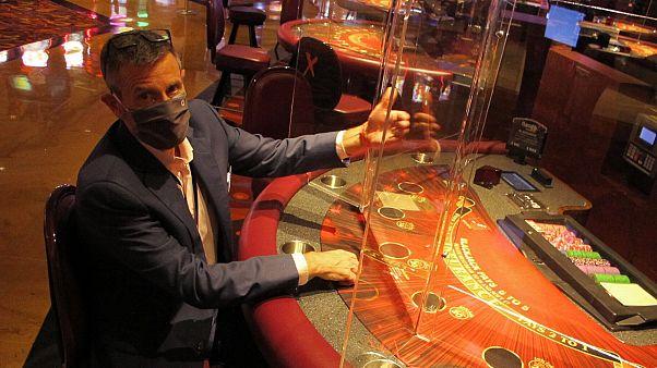شاهد: خمسة كازينوهات تعيد فتح أبوابها أمام المقامرين في نيوجيرسي