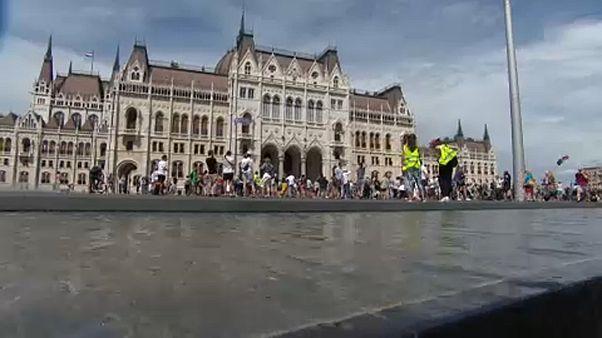 Egyetemükért tüntettek a parlament előtt a színinövendékek