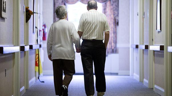 Ezrével tűnnek el a demens japánok, a jelenség az öregedő európai társadalmaknak is tanulságos