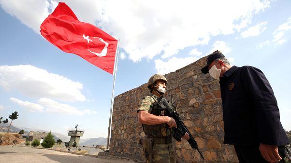 Milli Savunma Bakanı Hulusi Akar, Irak sınırında