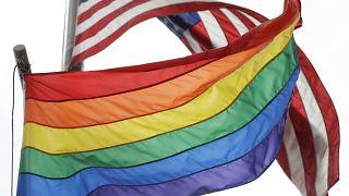 پوتین بالا بردن پرچم دگرباشان بر فراز سفارت آمریکا در مسکو را مسخره کرد