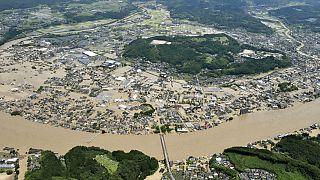 O rio Kuma transbordou