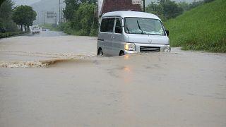 Юго-запад Японии под ударом стихии