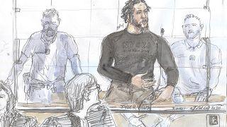 """رسم تخطيطي في محكمة باريس يظهر المتشدد المتطرف الفرنسي الذي يسمى أيضا """"أمير"""" الدولة الإسلامية تايلر فيلوس"""