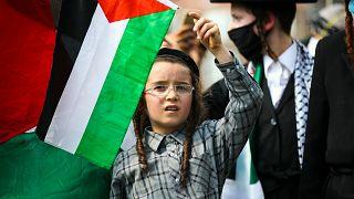 ABD'nin New Jersey eyaletinde, İsrail'in Batı Şeria'nın bazı bölümleri ile Ürdün Vadisi'ni ilhak planı, Filistinli ve siyonizm karşıtı Ortodoks Yahudilerce protesto edildi
