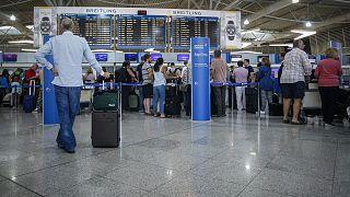 Προβληματισμός από τα νέα κρούσματα - Χιλιάδες έλεγχοι στα αεροδρόμια