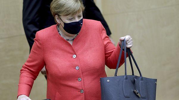 المستشارة الألمانية أنغيلا ميركل عند وصولها إلى البرلمان في برلين - 2020/07/03