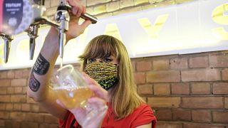 L'Angleterre se déconfine avec la réouverture des bars et des salons de coiffure