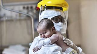 İtalya İstatistik Kurumu, ülkede doğum oranlarında yaşanan azalma eğiliminin Covid-19 pandemisi sonrasında ivmeleneceğini öngörüyor.