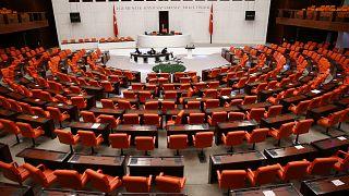 Metropoll Türkiye'nin nabzı anketine göre iktidar partilerinin pandemi sürecindeki oy kaybı sürüyor.