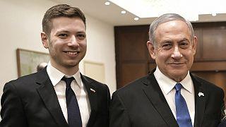 İsrail Başbakanı Binyamin Netanyahu'nun (sağda) oğlu Yair Netanyahu (sol)