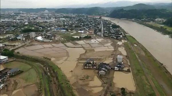 Japán árvíz: soha nem láttak még ilyen esőt