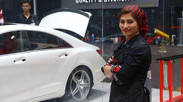 گفتگو با مریم روحانی، مشهورترین دختر ترمیمکنندۀ رنگ خودرو در ایران