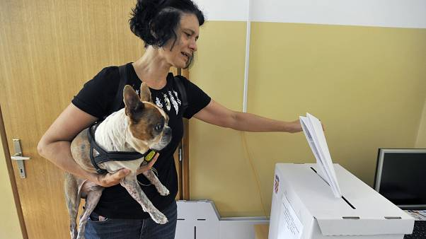Reñidas elecciones en Croacia entre centro derecha y oposición socialdemócrata