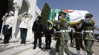 Fransız sömürgesine karşı verdikleri mücadele sırasında başları kesilerek öldürülen Cezayirli direnişçilerin kalıntıları 170 yıl sonra toprağa verildi