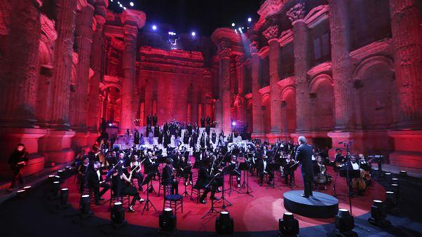Η Φιλαρμονική Ορχήστρα του Λιβάνου έπαιξε στα ρωμαϊκά ερείπια του Μπααλμπέκ